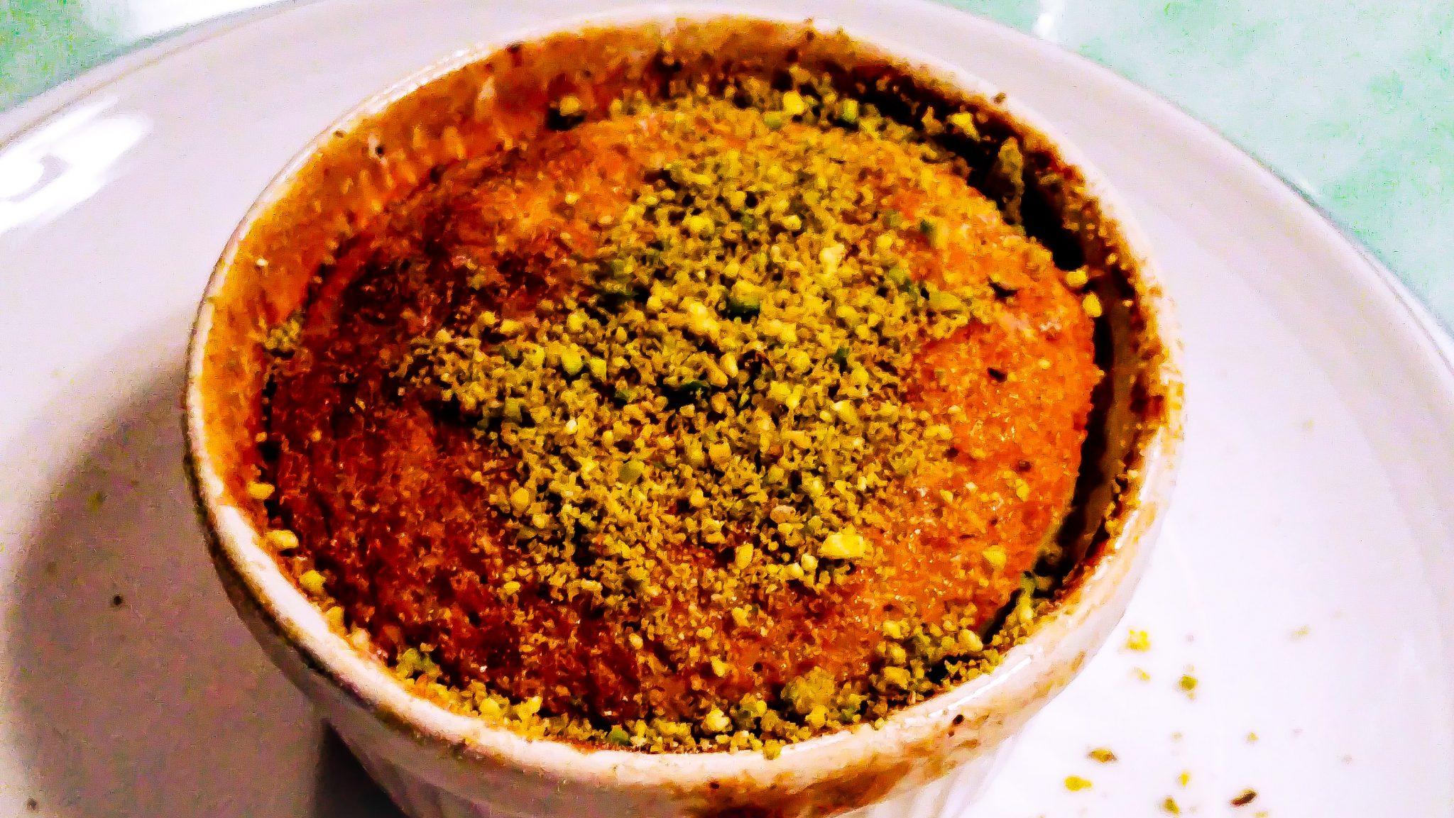 Witte chocolade lava cake met pistache