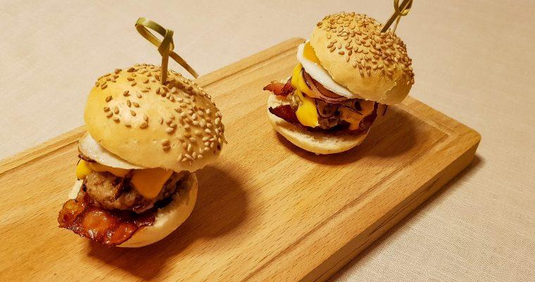 Mini hamburgers: Amerikaanse cheeseburgers