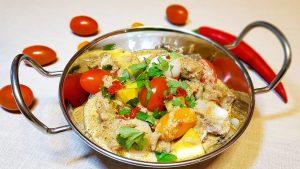 Rode curry met eend, cherrytomaatjes, ananas en lyches