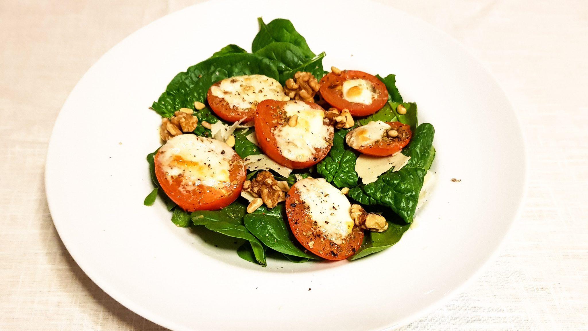 Caprese salade met groene pesto