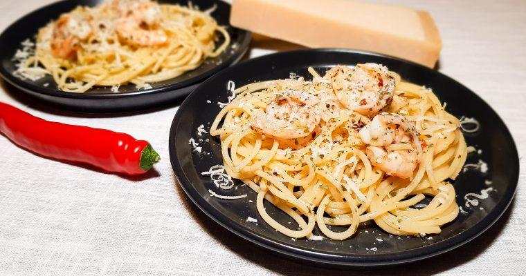 Spaghetti aglio olio e peperoncino con gamberi