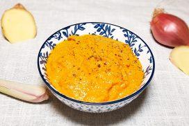 Gele currypasta maken