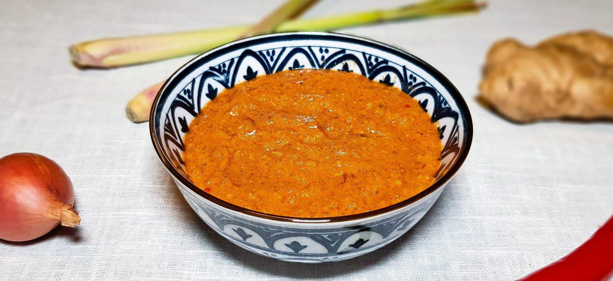 Rode currypasta maken