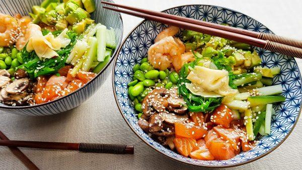 Pokébowl met zalm, garnalen en champignons