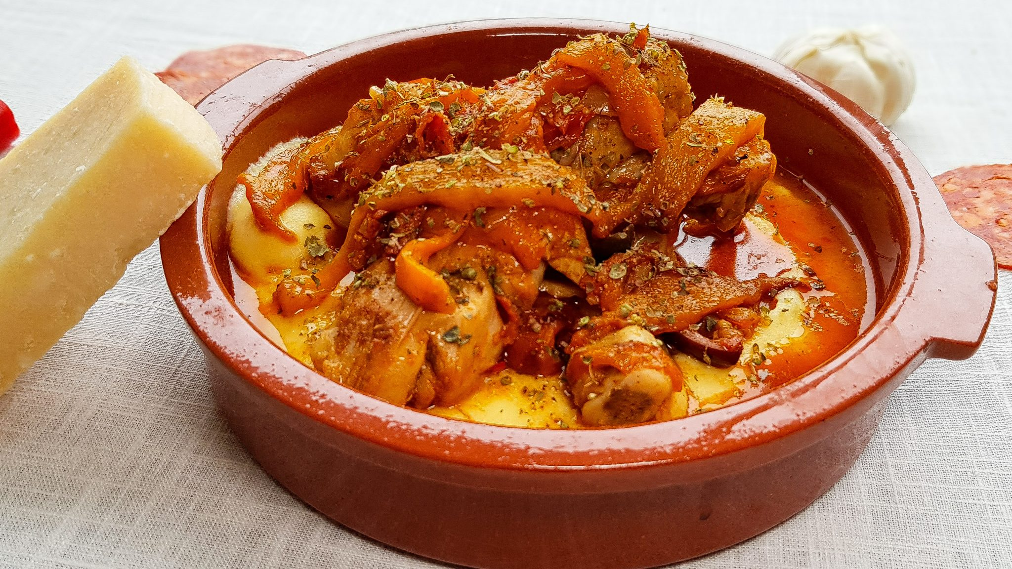 Oranje paprikastoof met drumsticks en chorizo