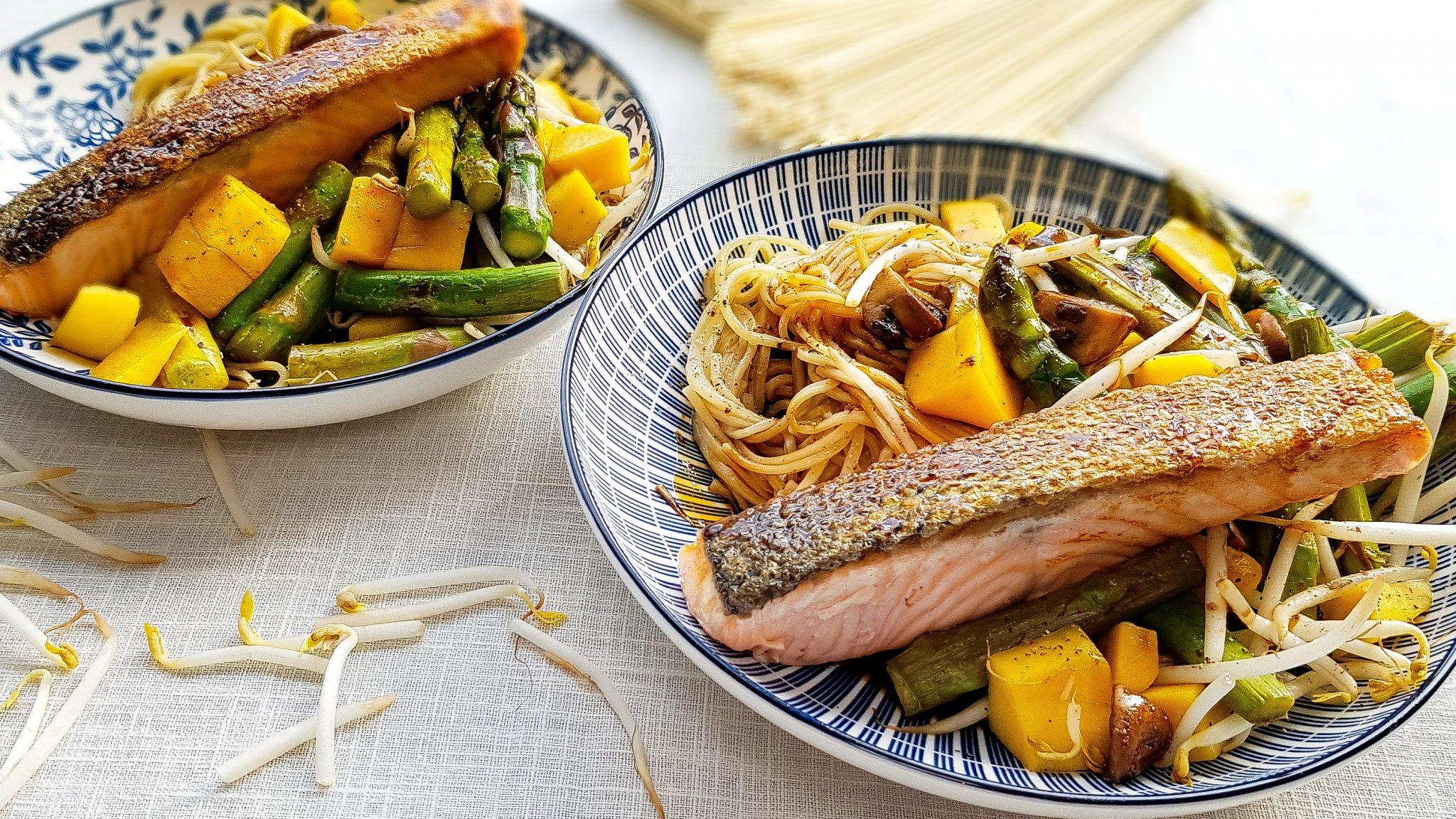 Groene asperges met zalm en ketjap-hongingsaus