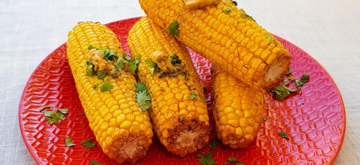 Gegrilde maiskolven met pittige limoenboter
