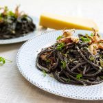 Zwarte spaghetti met inktvis (spaghetti al nero di seppia)
