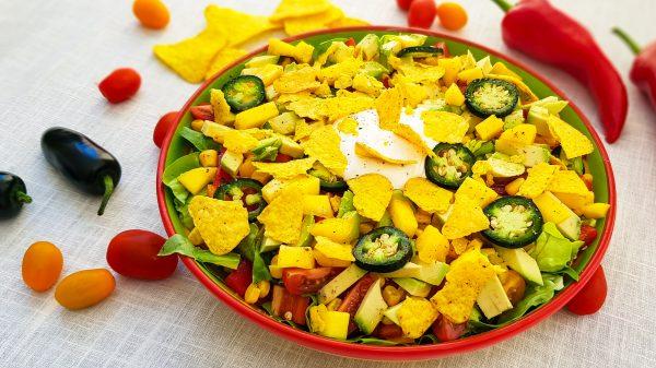 Mexicaanse salade met tortillachips
