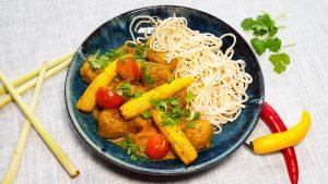 Thaise curry met kipgehaktballetjes, babymais en cherrytomaatjes