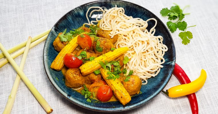 Thaise curry met kipgehaktballetjes