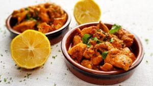 Spaanse kip met knoflook, witte wijn en paprikapoeder