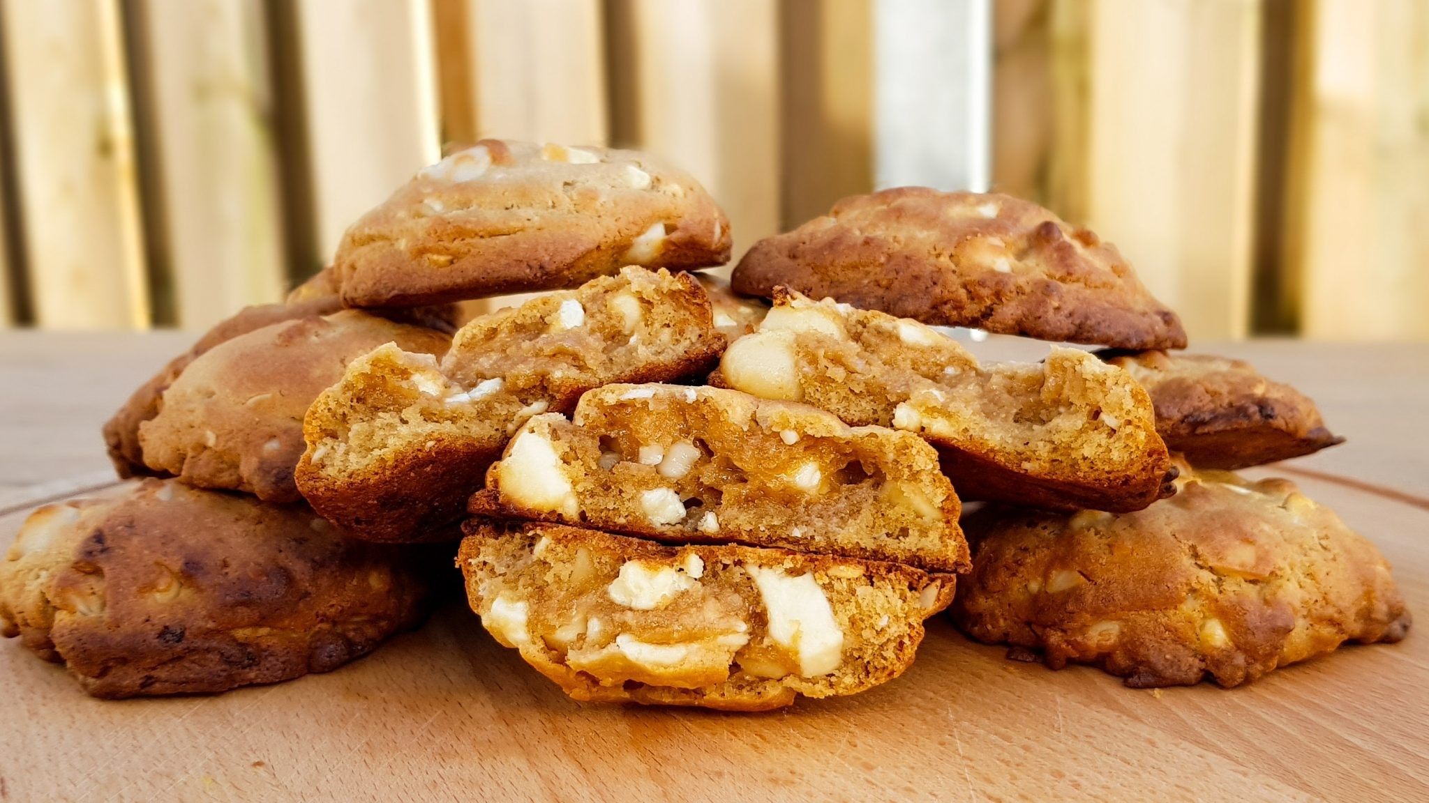 Chocolate chip cookies met witte chocolade en macademia nootjes