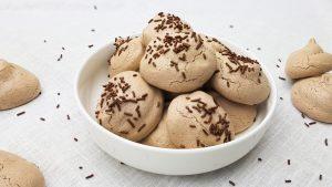 Chocolade meringues met hagelslag