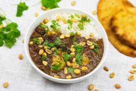 Massaman curry met aardappels en kokosmelk
