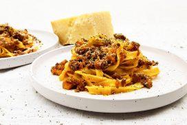 Tagliatelle bolognese met pancetta en parmezaanse kaas