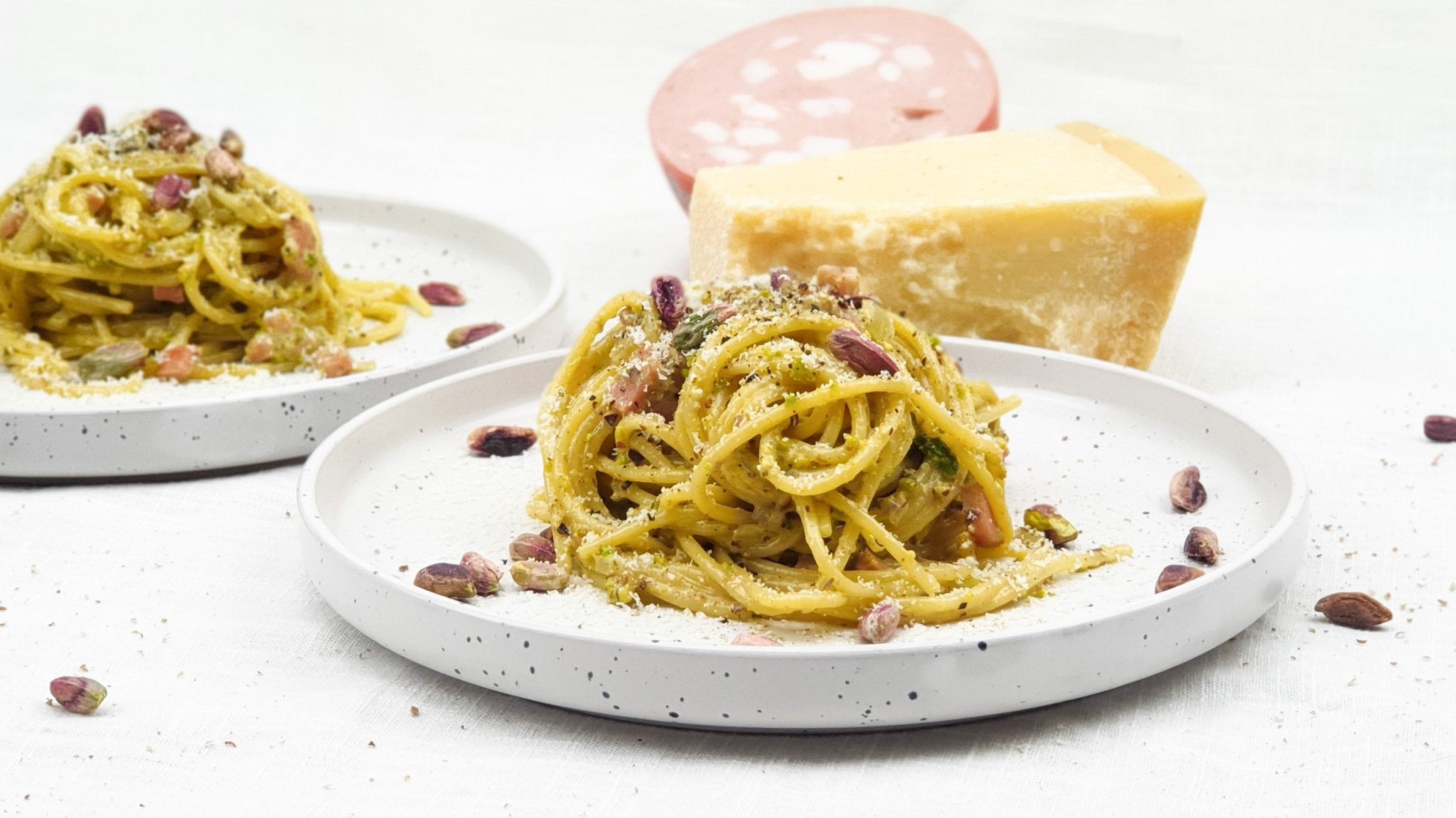 Spaghetti met mortadella en pistachenootjes