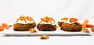 Carrot cake cookies met walnoten en frosting