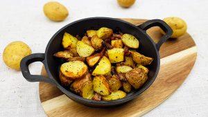 Gebakken aardappeltjes met spek uit de oven