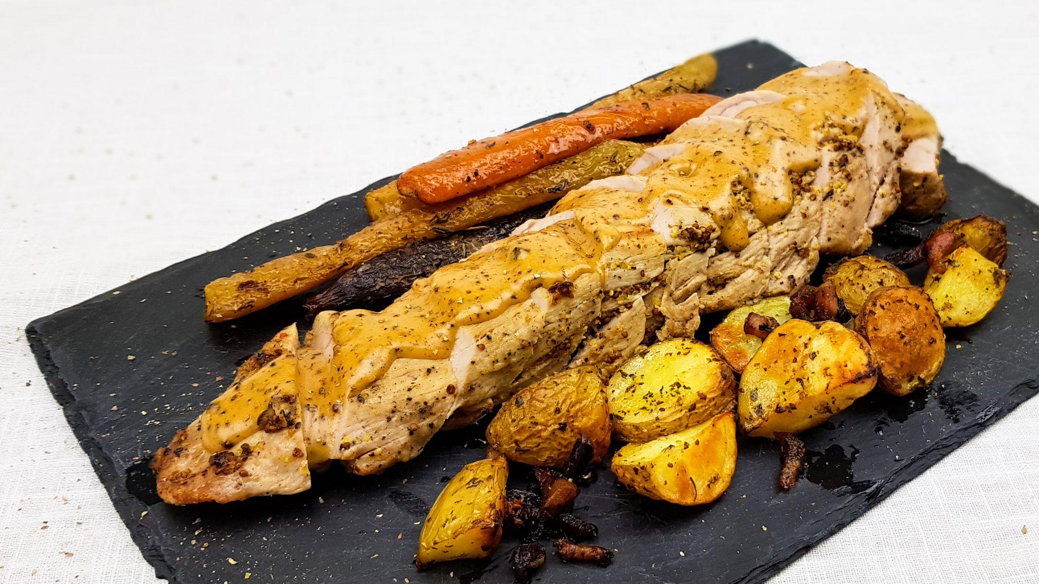 Varkenshaas met mosterdsaus, aardappeltjes en wortels