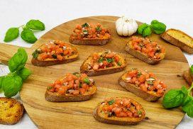 Bruschetta met tomaten, knoflook en basilicum