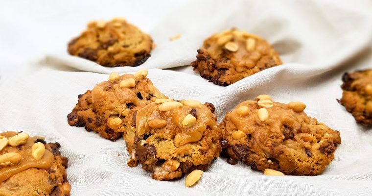 Snicker koekjes met karamel fudge en pinda's
