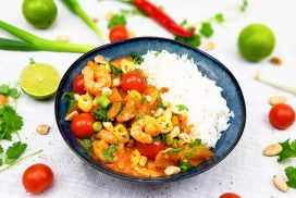 Thaise rode curry met gamba's, aardappelen en amandelen