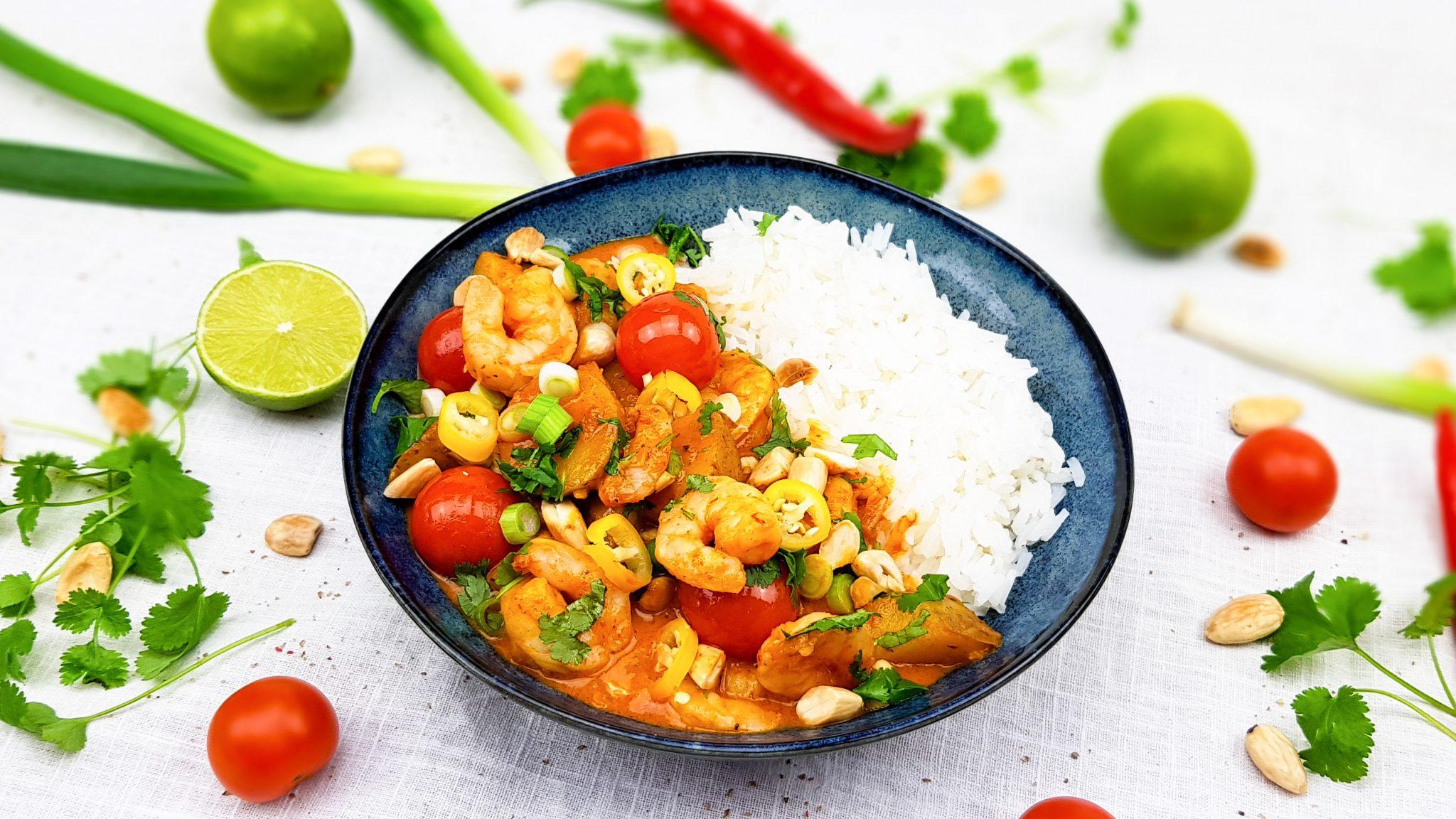 Rode curry met gamba's en amandelen