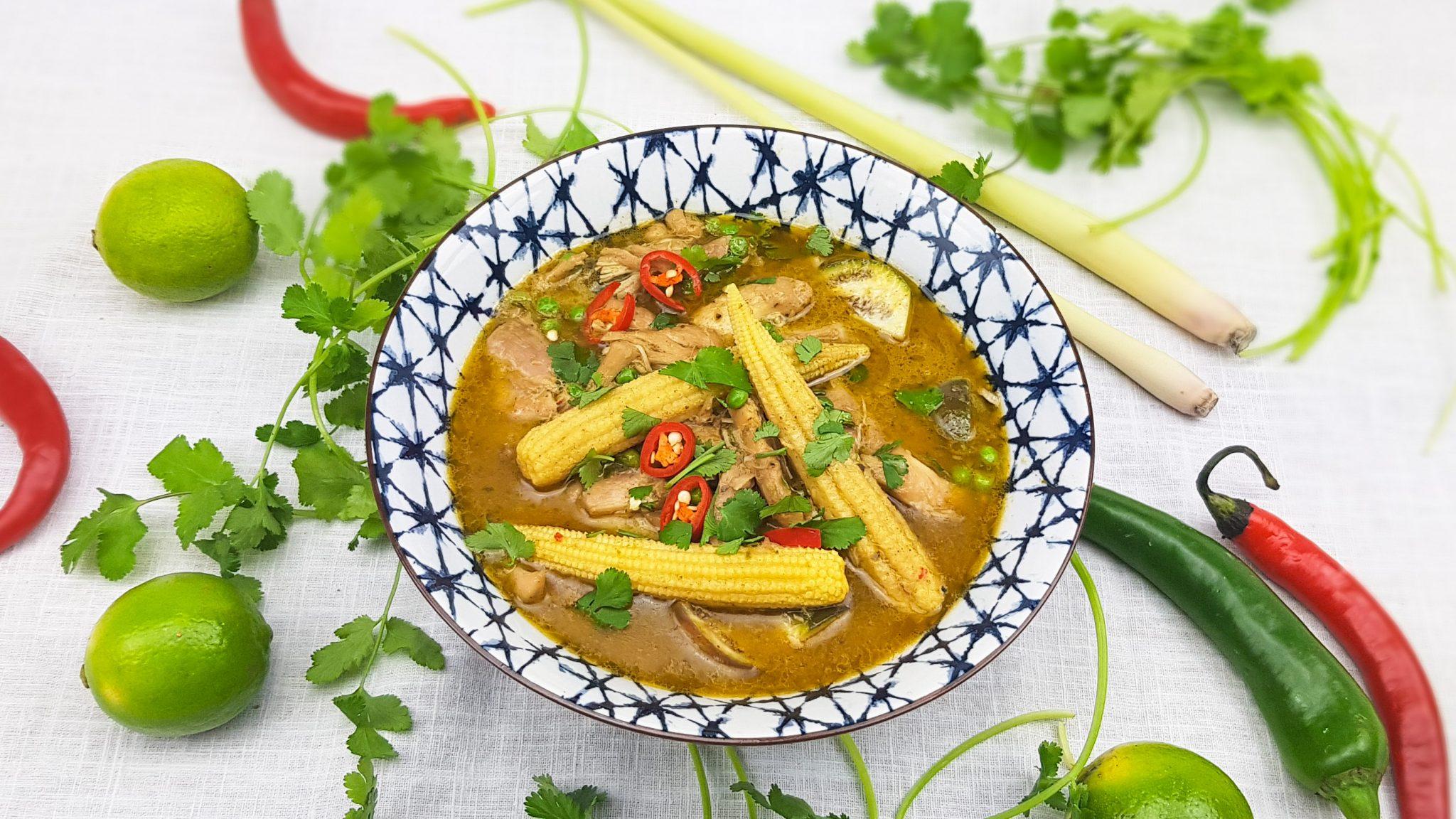 Groene curry met kippendijen en Thaise aubergine