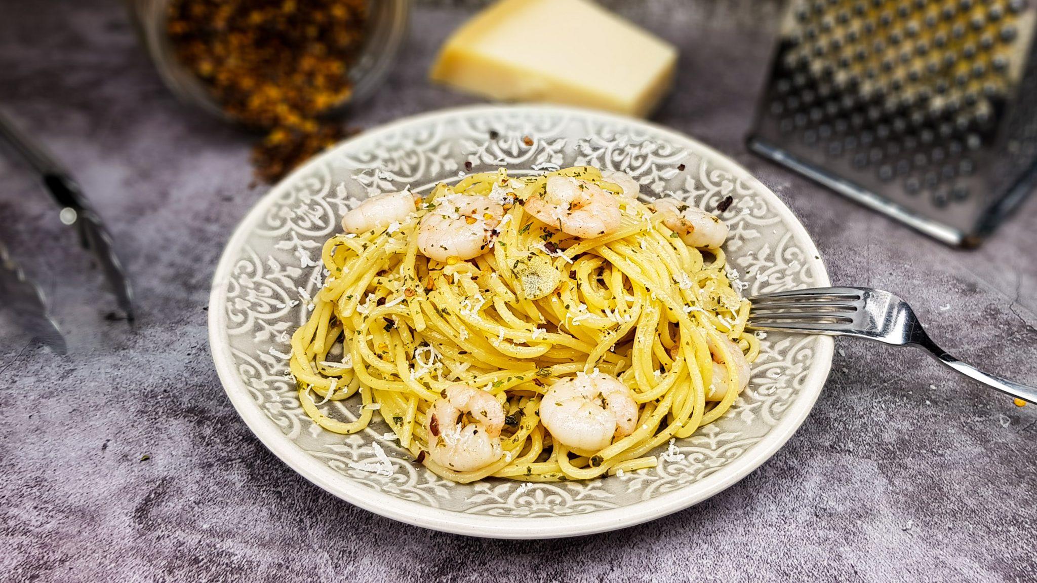 Pasta met garnalen en knoflook (spaghetti agli olio con gamberi)