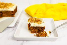 Carrot cake met mascarpone topping