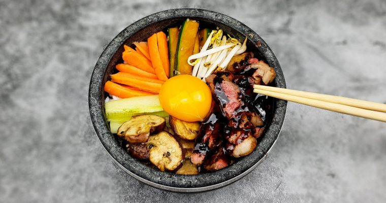 Bibimbap uit Korea met champignons en courgette