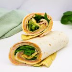 Lunch wraps met omelet, ham, kaas en shriracha mayonaise