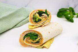 Lunch wraps met omelet, ham, kaas en shriracha mayonaise