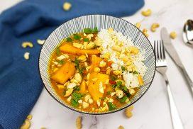 Indiase mango curry met tomaten en cashewnoten