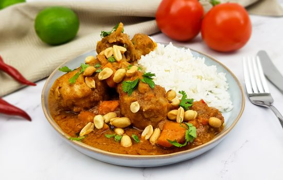 Pinda kipcurry uit Afrika