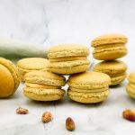 Pistache macarons met vulling van witte chocolade