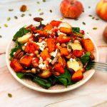 Salade van snijbiet met geroosterde pompoen