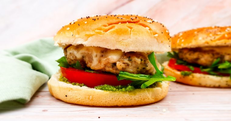 Italiaanse kipburgers met zelfgemaakte pesto