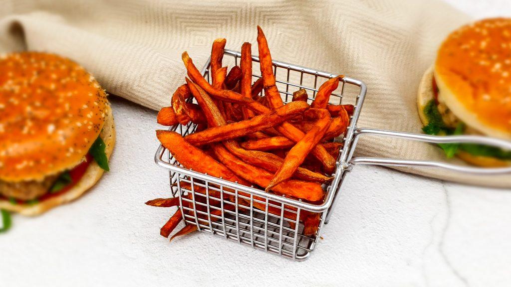 Zoete aardappelfrietjes uit de frituur