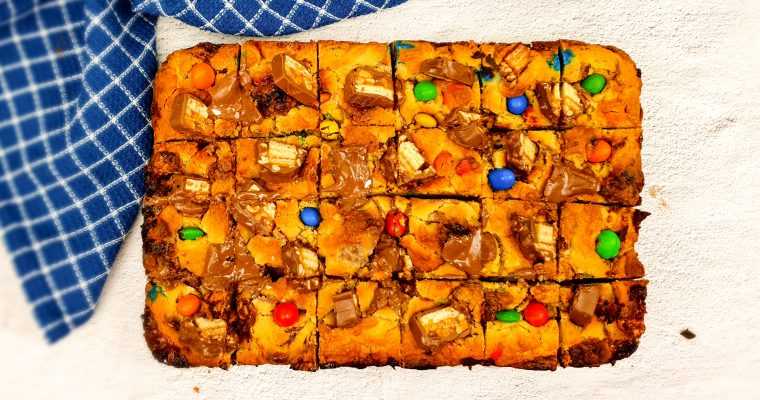 Cookie bar met Snickers en M&M's