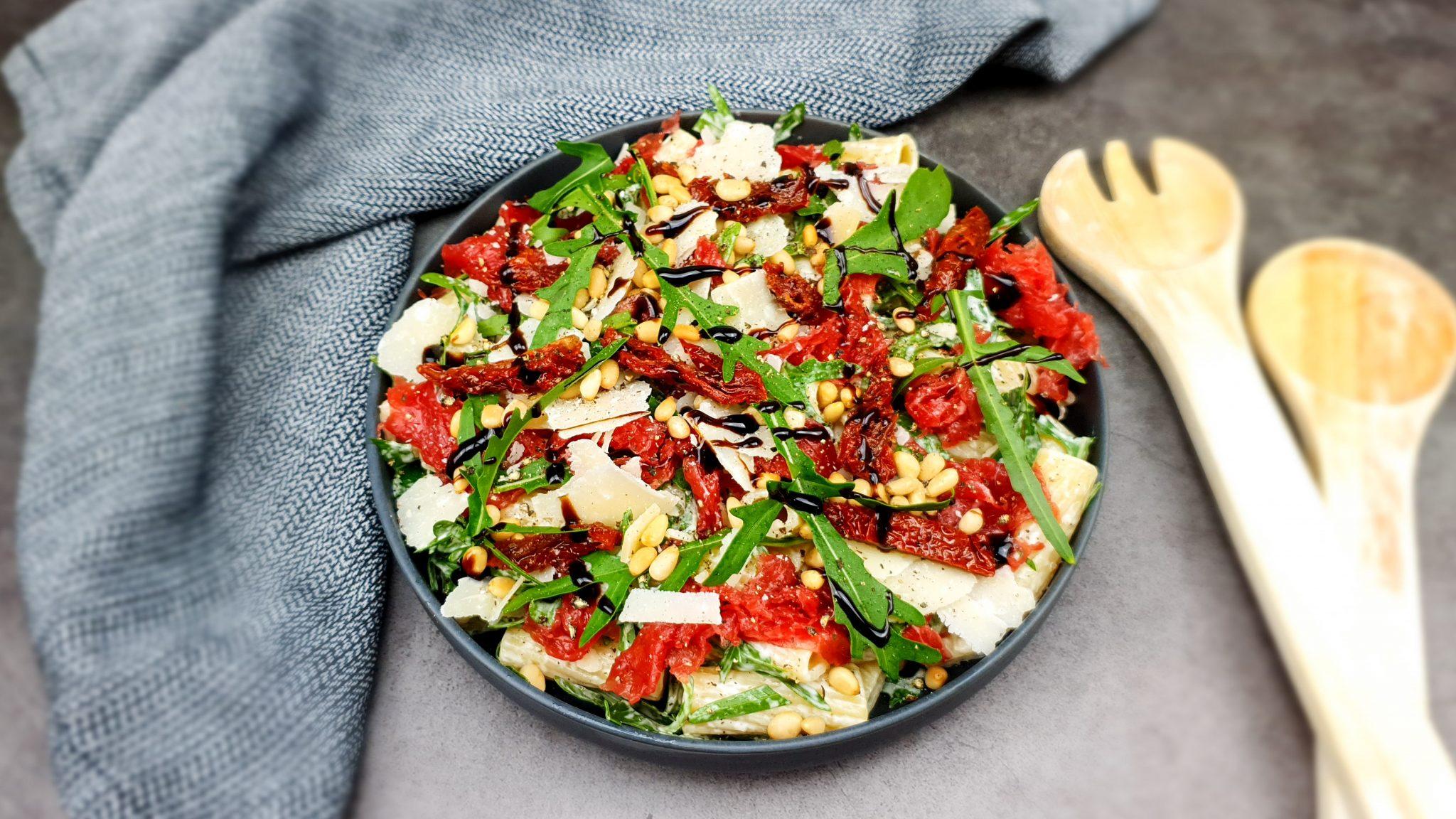Carpaccio salade met pasta en truffelmayo