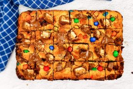Cookie bar met Snickers, M&M's, Lion en Toblerone