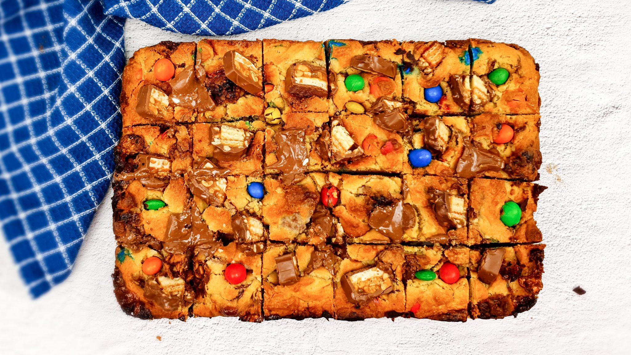 Cookie bar met Snickers en M&M's
