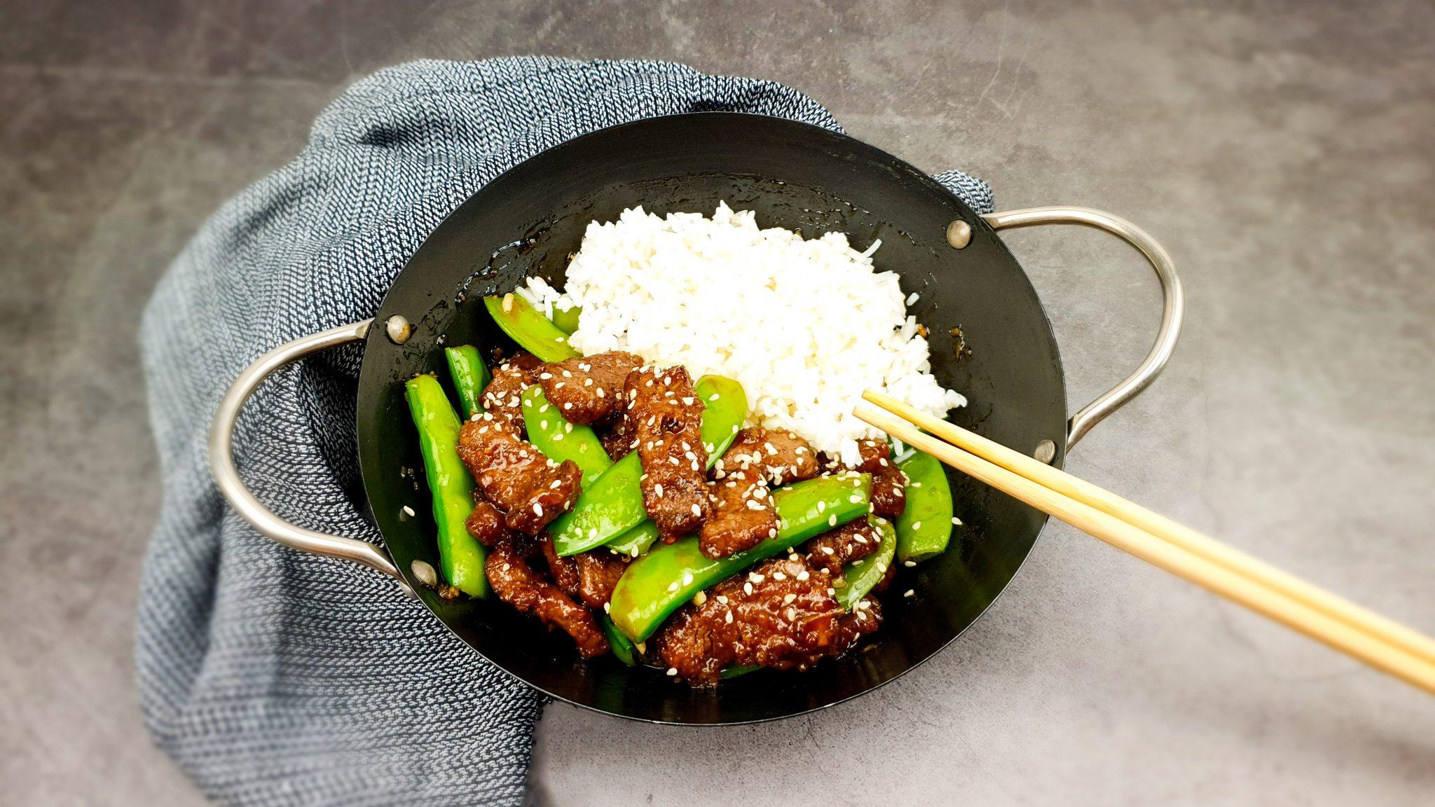 Biefstuk wok met sugarsnaps in sojasaus