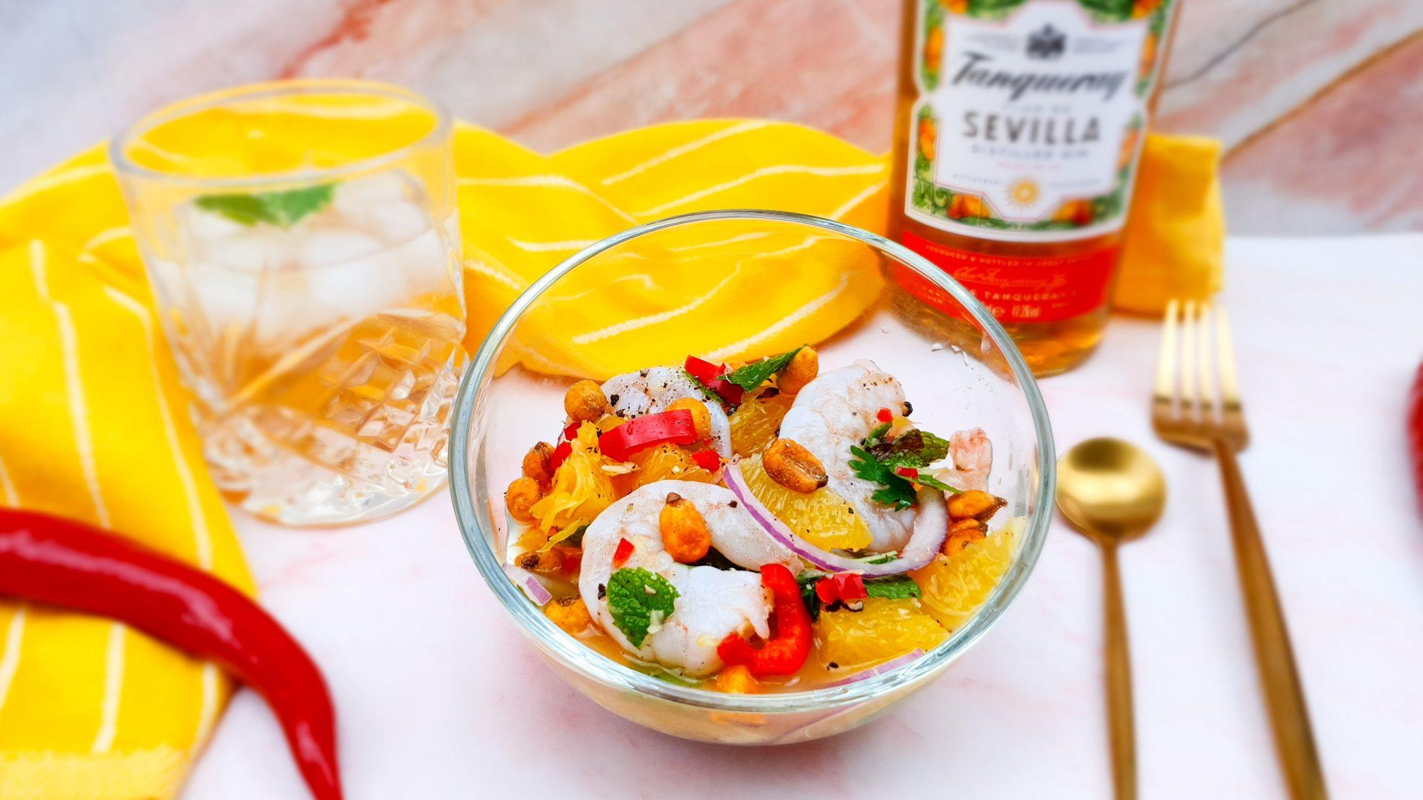 Ceviche met gamba's, sinaasappel, gin en krokante mais