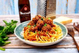 Spaghetti met gehaktballen in bier tomatensaus