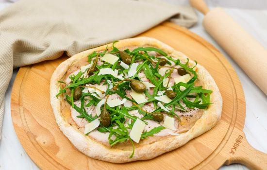 Vitello tonnato pizza (met bloemkoolbodem)