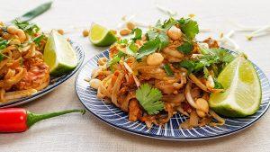 Thaise Pad Thai met gamba's, kip en pinda's