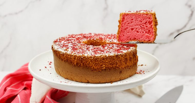 Rozen chiffon cake met witte chocolade